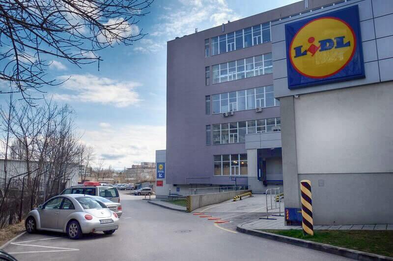 location-building-parking